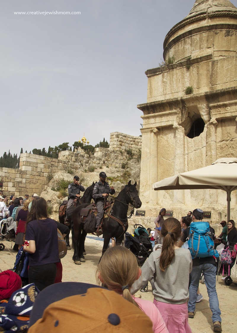 Tomb-of-avshalom-with-police-horses
