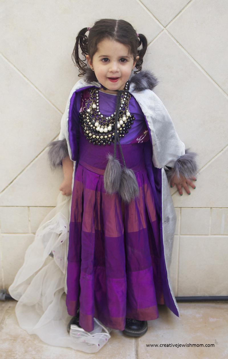 DIY-Toddler-Queen-costume