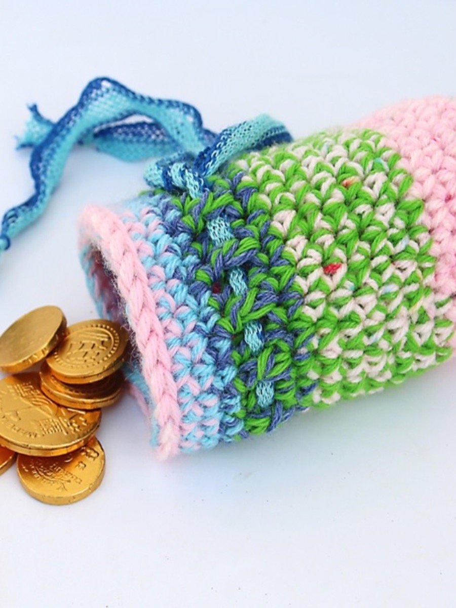 Crocheted Chanukah Gift pouch pink