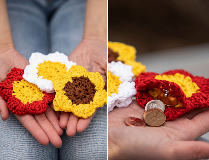 Crocheted-flower-coin-purse