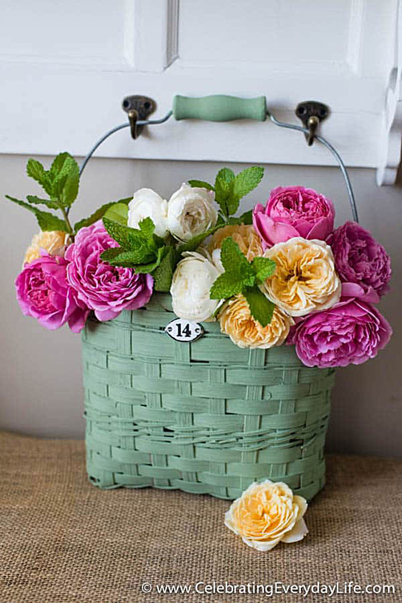 Chalk-paint-summer-flower-basket