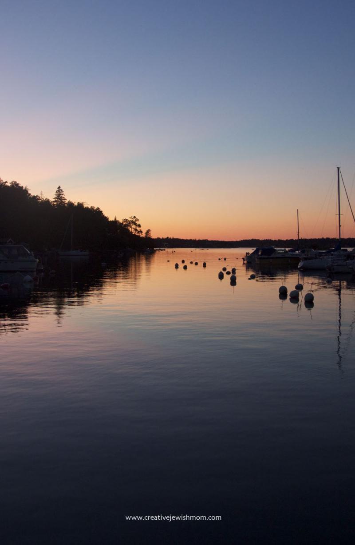 Swedish-pink-sunset-over-ocean