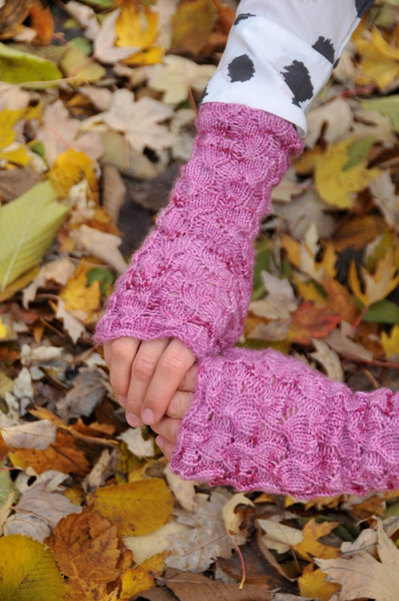 Knitted-cable-handwarmers-pink