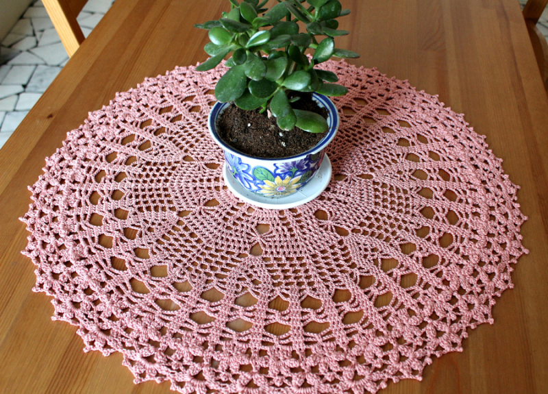 Large-crocheted-doily-80cm