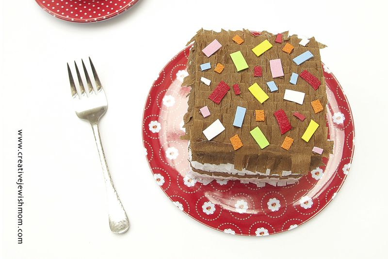 Pinatata-gift-box-cake