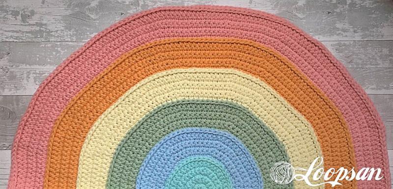 Crocheted-rainbow-rug