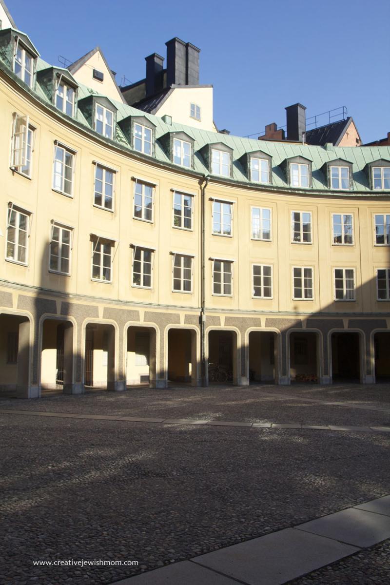Stockholm-Old-Town-Circular-courtyard