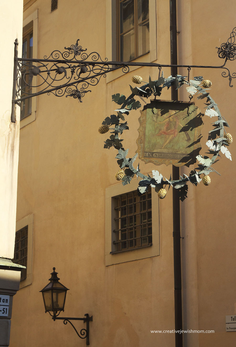 Stockholm-Old-Wrought-iron-wreath-sign-gamla-stan