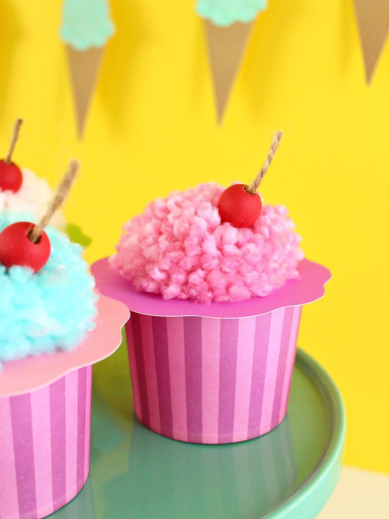 Pom-pom-ice-cream-cups