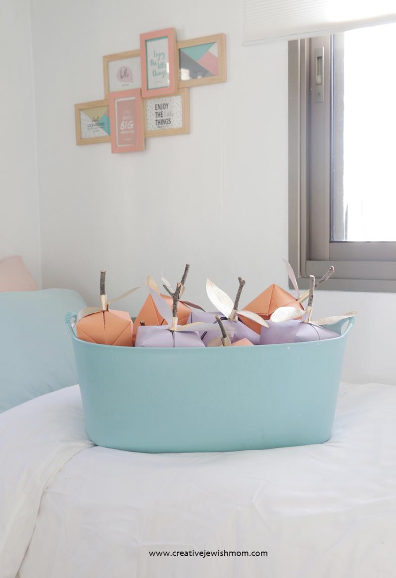 Elegant-paper-apples-craft