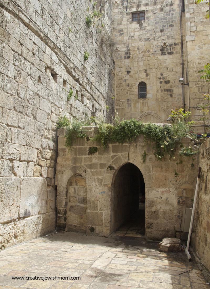 Small-kotel-courtyard-jerusalem