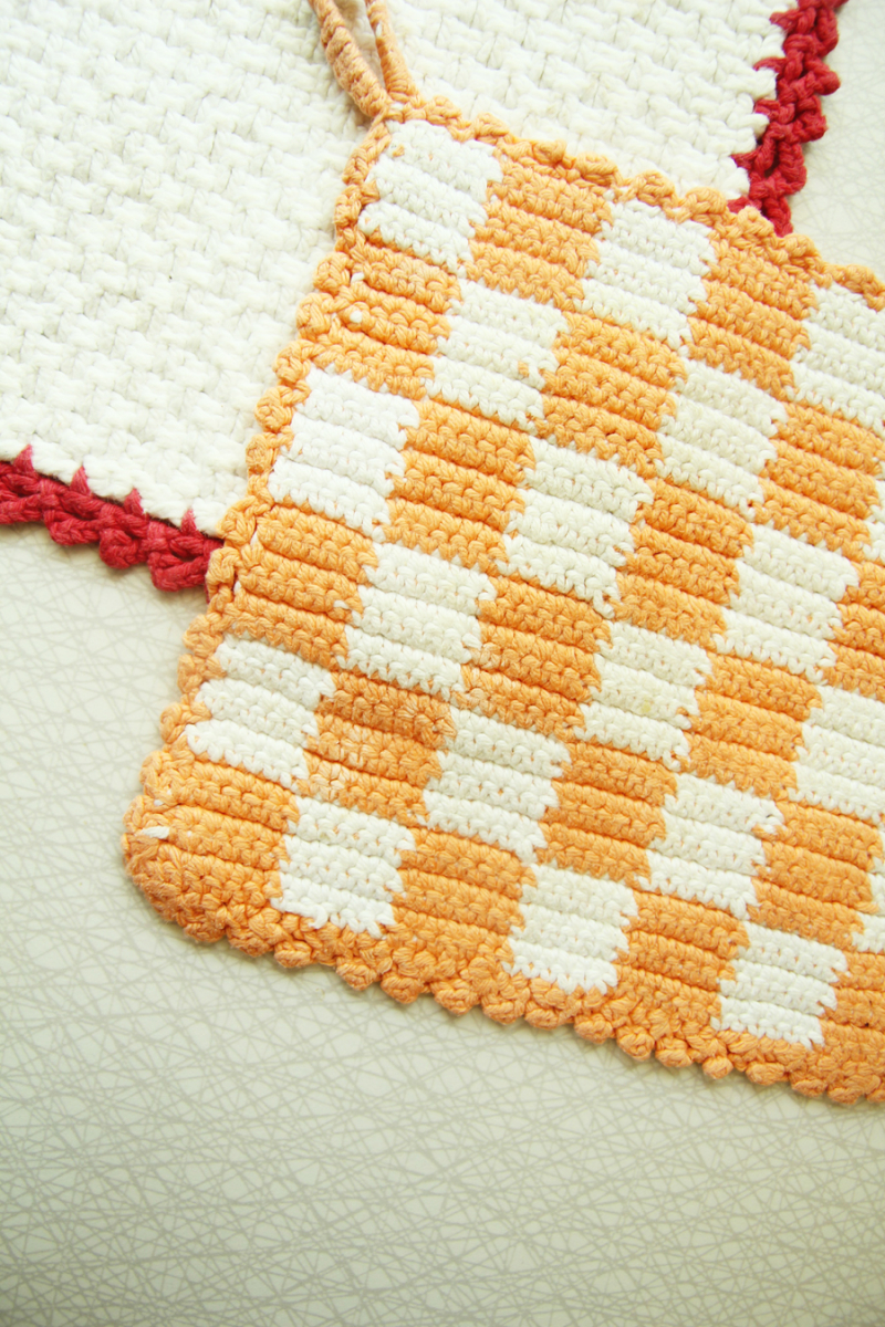 Crocheted-checkerboard-pot-holder