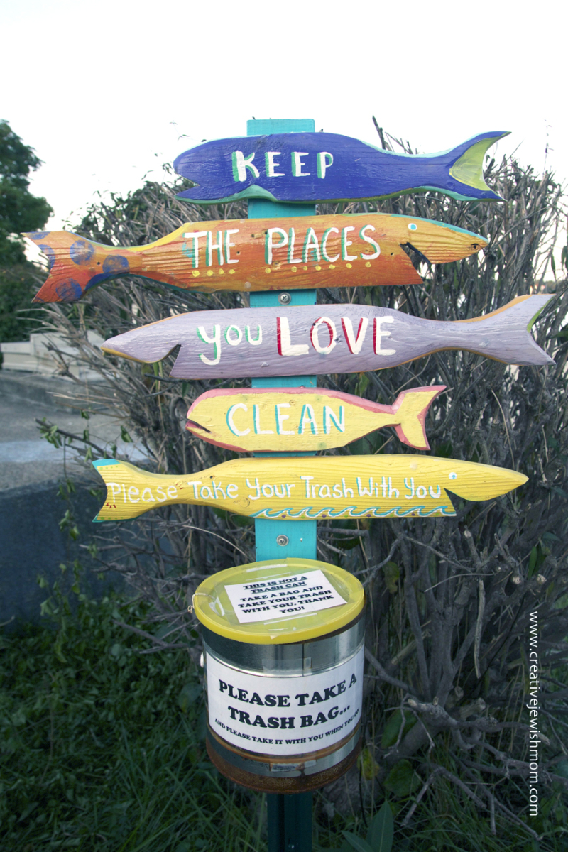 Wooden-fish-take-yor-trash-beach-sign