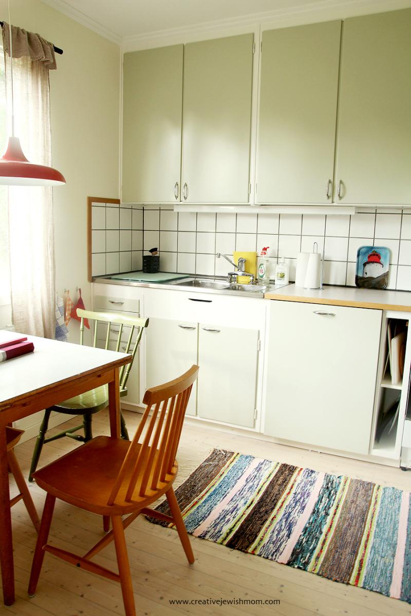 Simple-swedish-style-kitchen