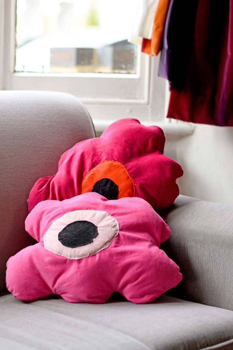 DIY-marimekko-floppy-flower-pillows-sofa