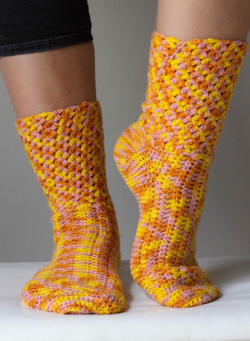 Crocheted-socks-pattern-with-decorative-stitch