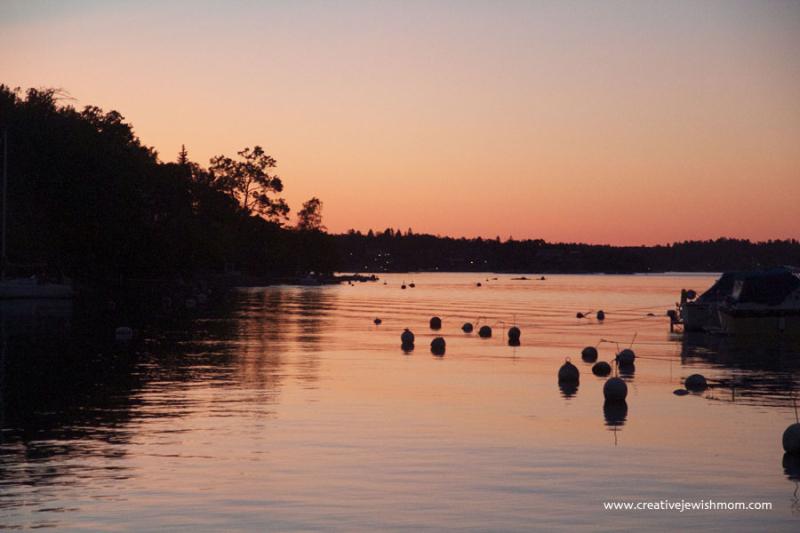 Swedish-summer-sunset-over-archipelagos