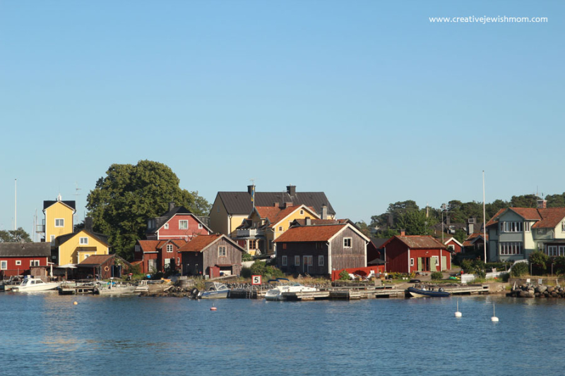 Sandhamn-houses-on-water-sweden