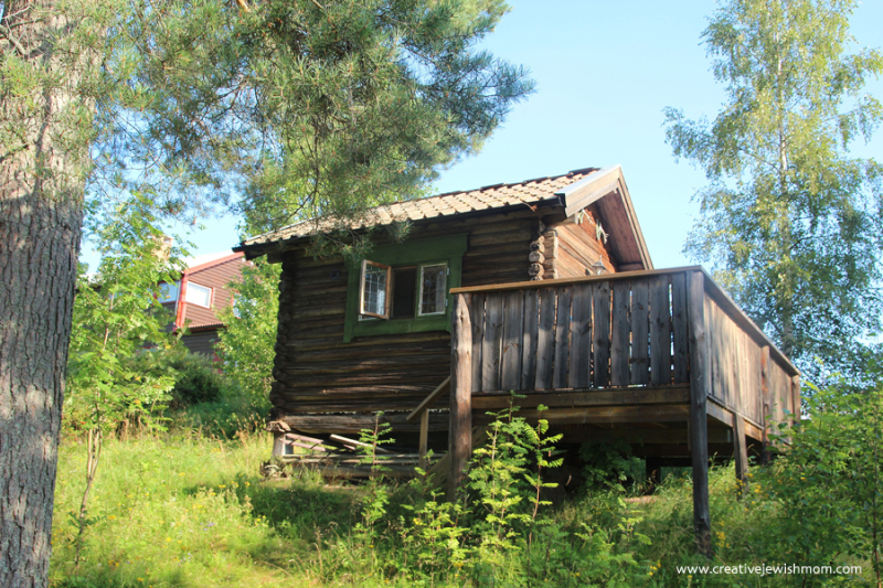 Swedish-summer-log-cabin-1700