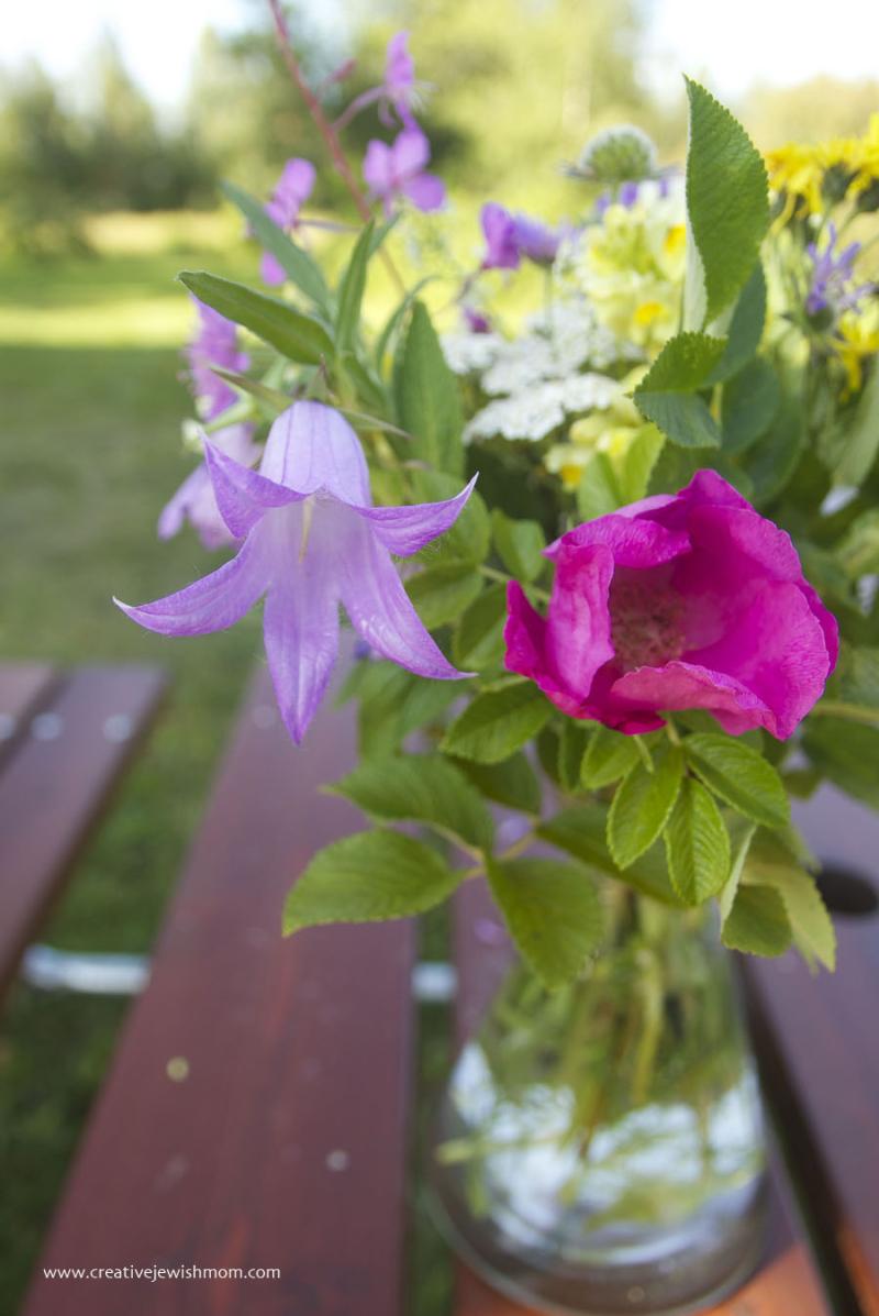 Swedish-wild-flower-bouquet