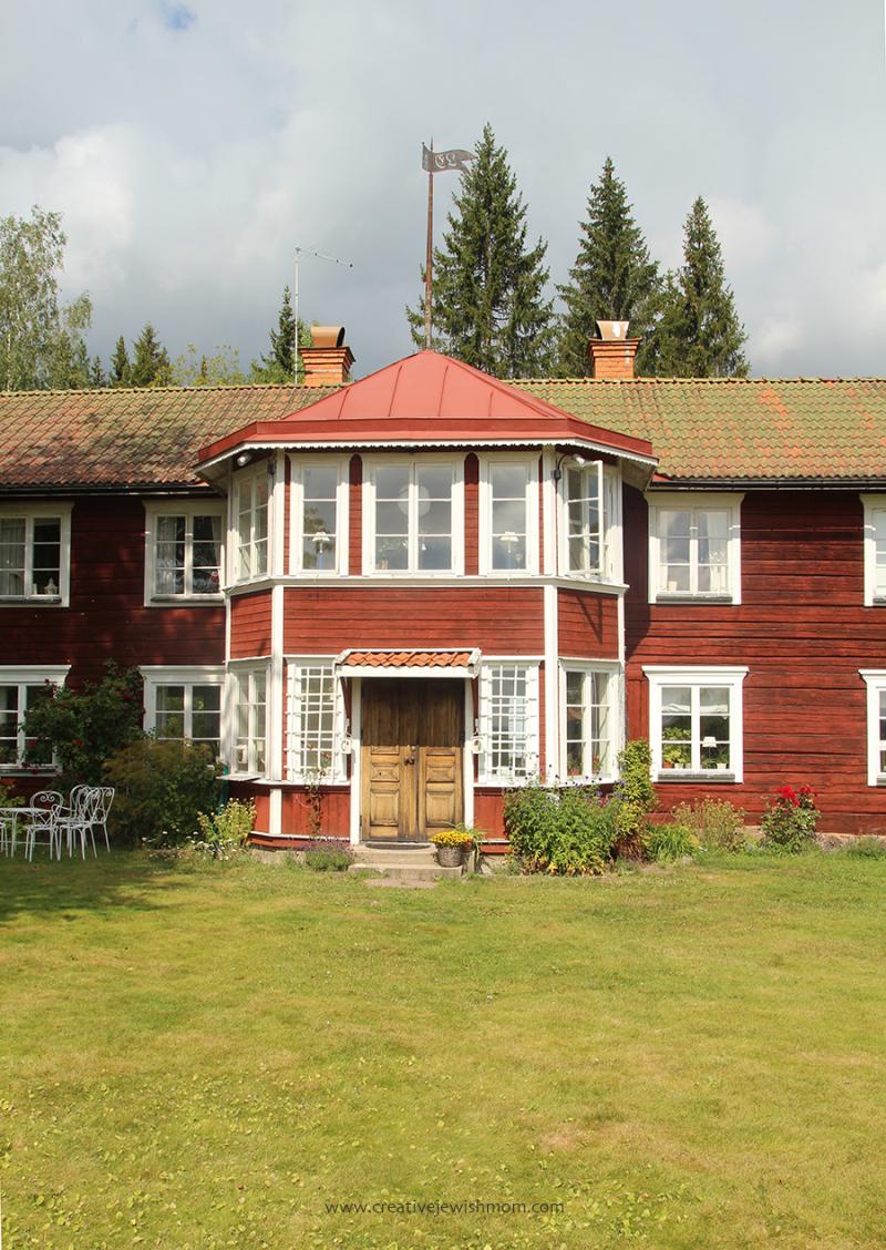 Swedish Farmhouse wood door daisies