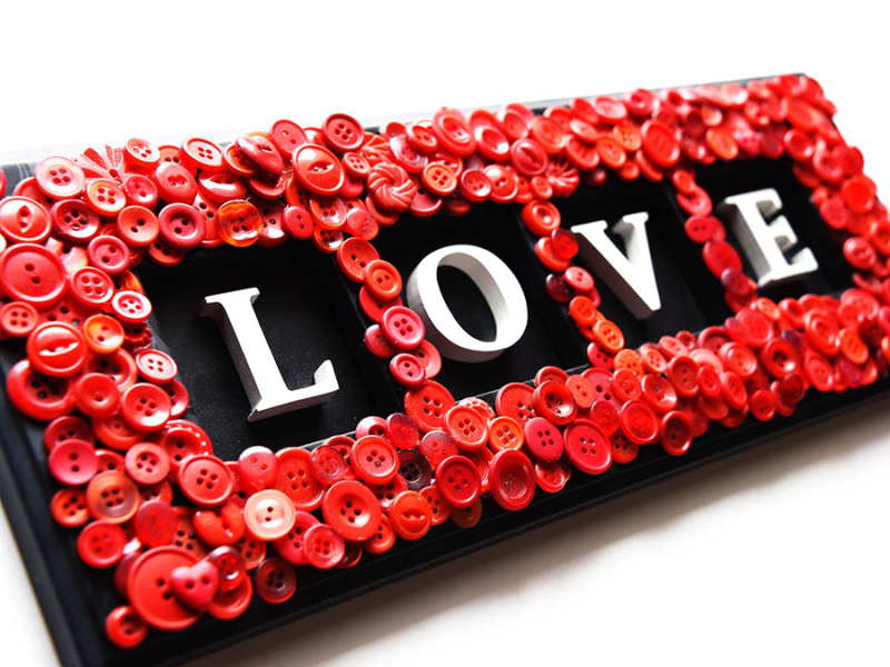 Love-sign-with-red-buttons