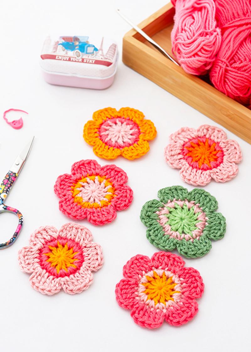 Crocheted 6-petal flower