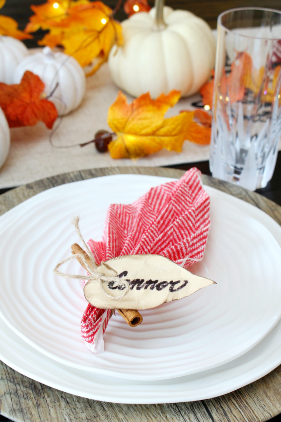 Easy-Leaf-Napkin-Fold-for-Fall