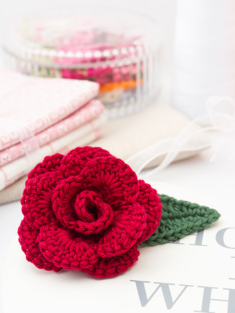 Crochet-rose-with-leaf