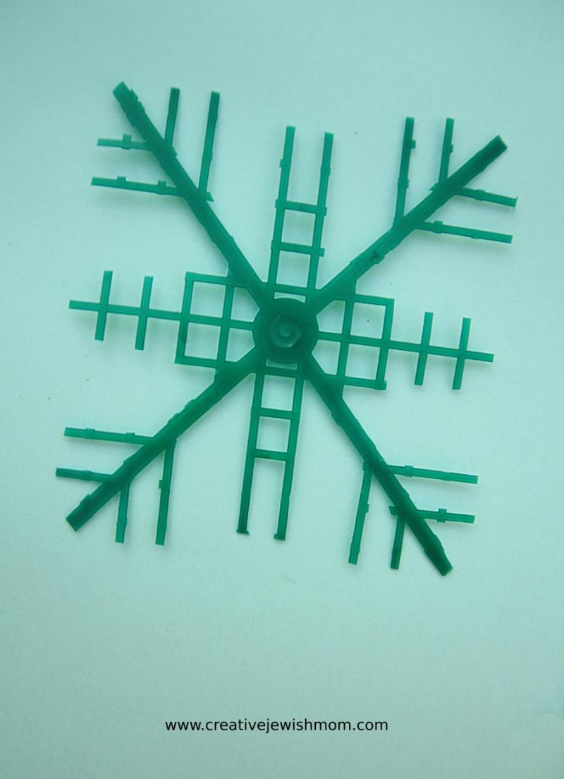 DIY-plastic-snowflake