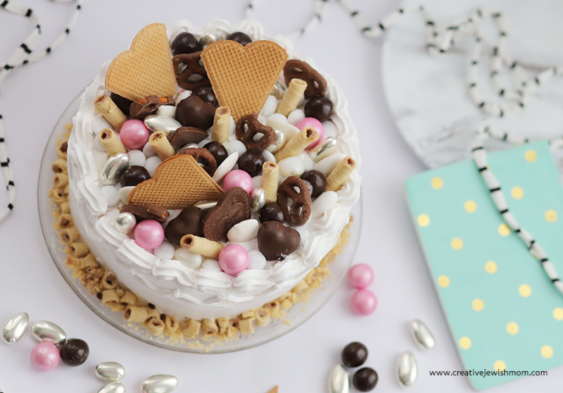 Candy-topped-cake-valentines-day