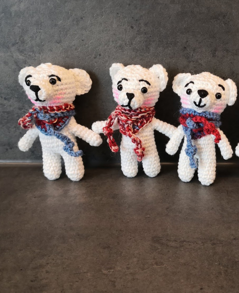Crochet-amigurumi-bear-with-scarf