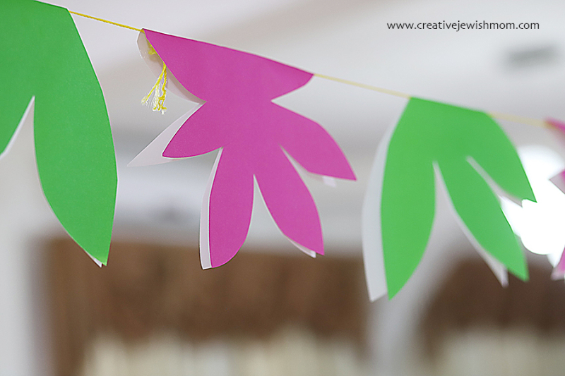 Simple-flowers-leaves-paper-garland-party