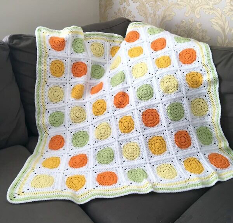 Crochet-baby-blanket-circle-in-square