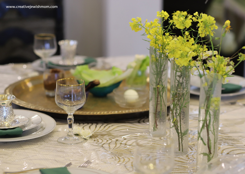 Passover-seder-table-with-flowers