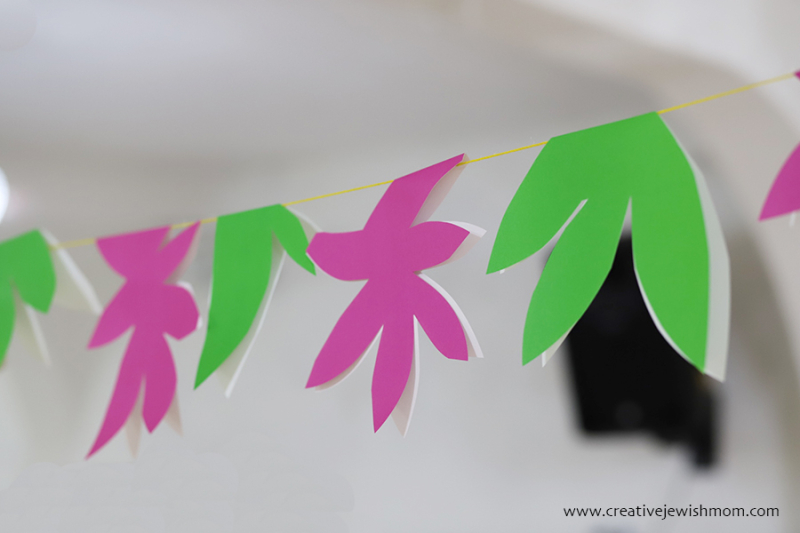 Super quick paper party garland