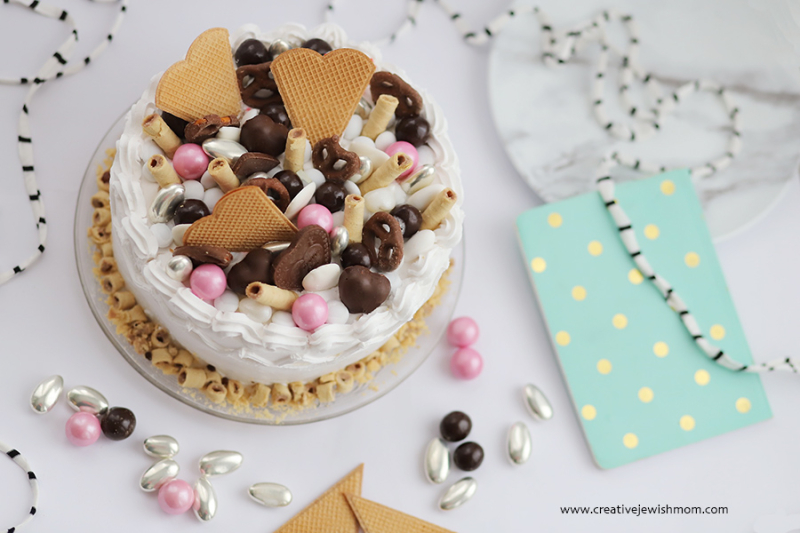 Candy-cookie-topped-cake-with-hearts