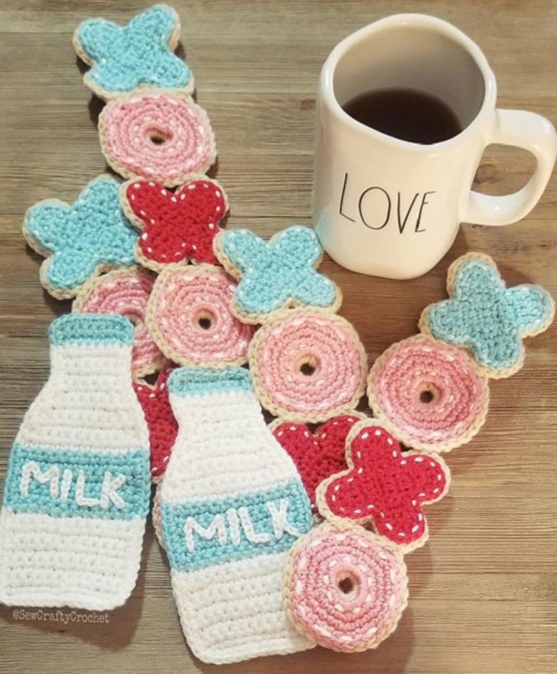 Crocheted-cookies-milk-scarf