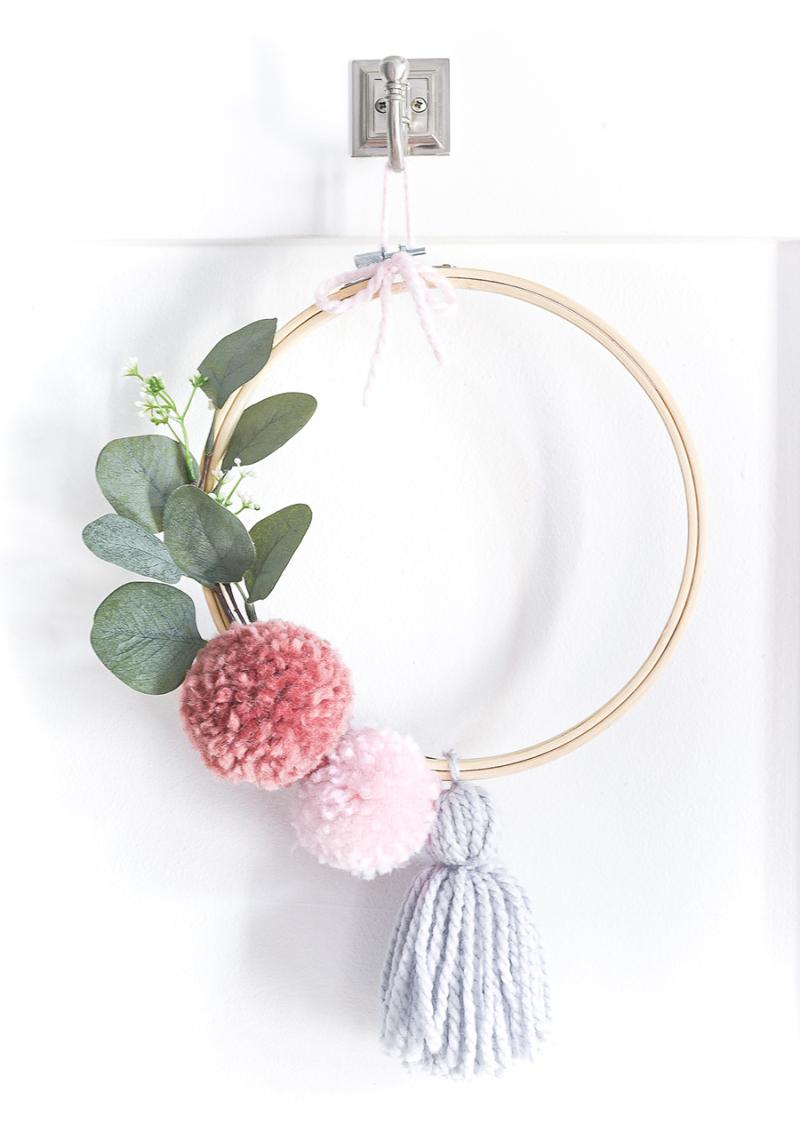 Embroidery-hoop-pom-pom-wreath