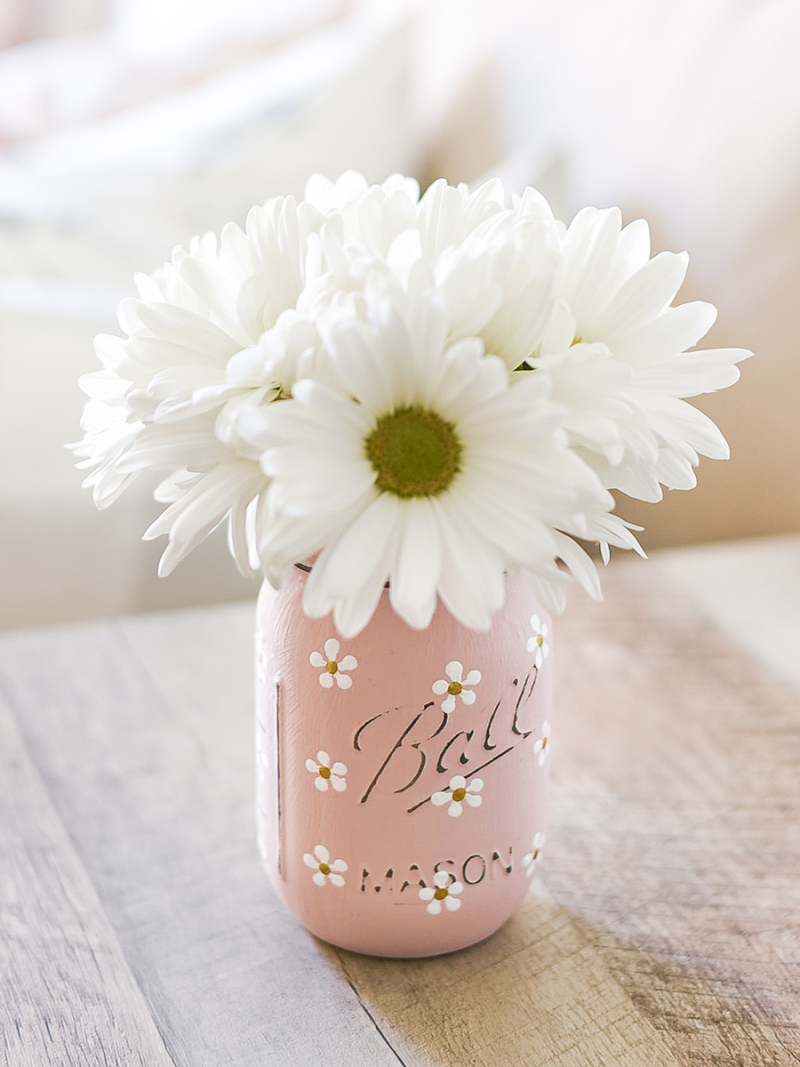 Daisy-painted-mason-jar