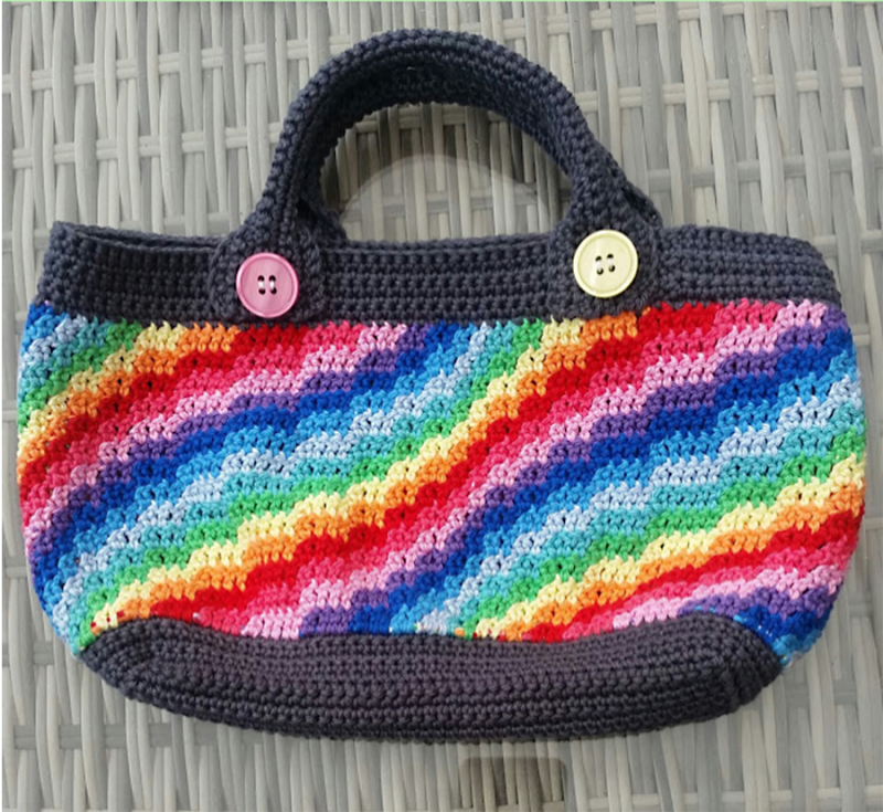 Crochet-handbag-rainbow