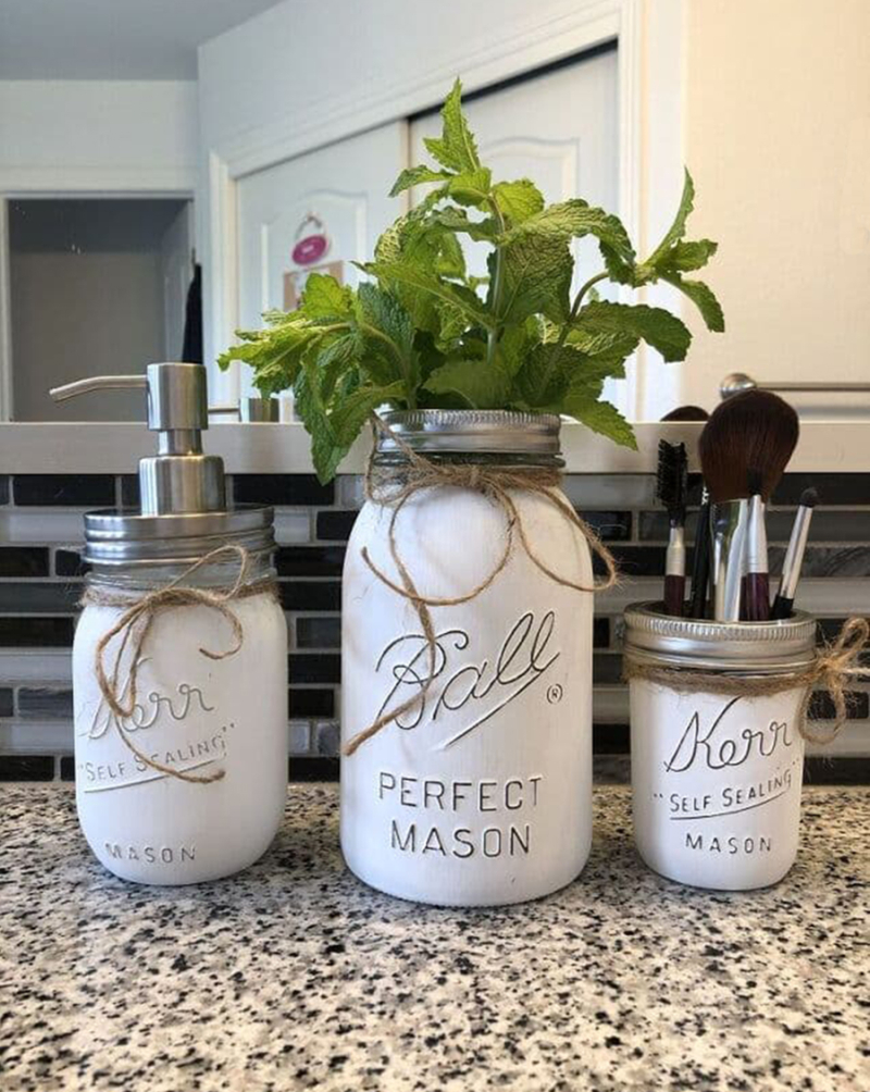 How-to-paint-and-distress-mason-jars