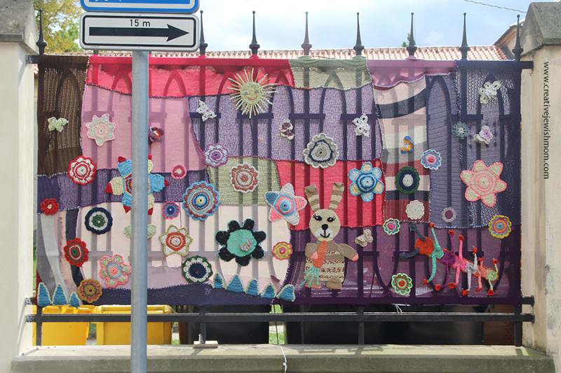Crocheted-mural-Prague