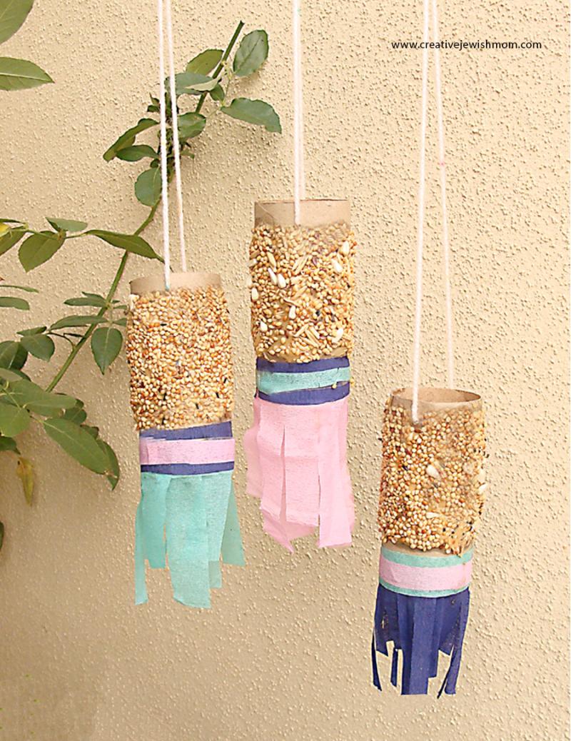 DIY-bird-snacks-with-peanut-butter