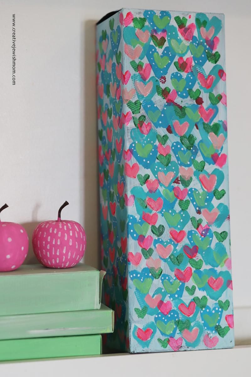 Tiny-pink-painted-hearts-gift-box
