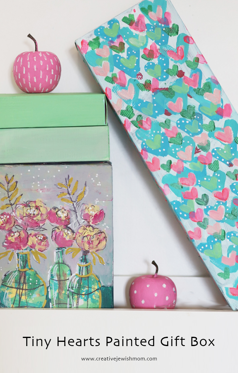 Tiny-painted-hearts-gift-box