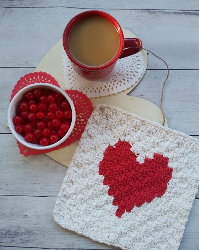Crocheted-C2C-heart-washcloth