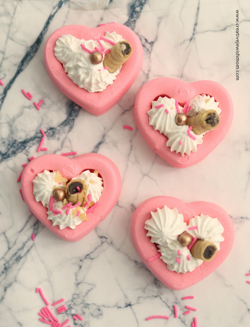 Meringue-hearts-with-filling