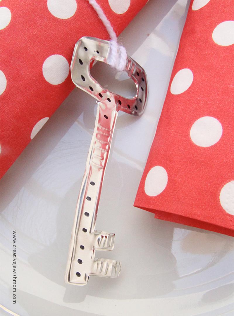 Key-napkin-ring-craft