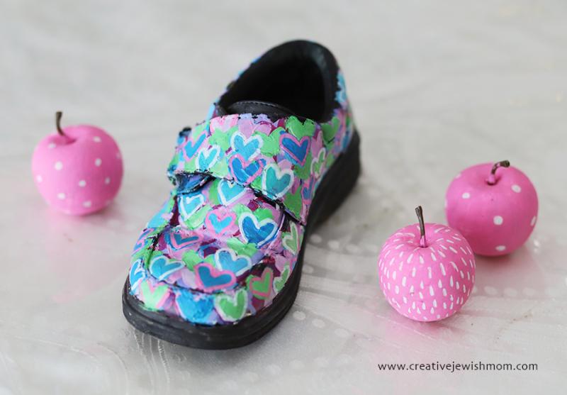 Graffiti-hearts-painted-shoe